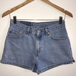 Waist 26.5 | Levis Vintage Shorts